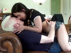 Dick sucking brunette gets her pussy fucked