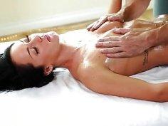 Massage and hardcore drilling with sexy massagist