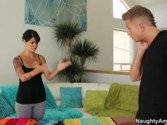 Horny massuese Dana Vespoli gives a hot blowjob to the client