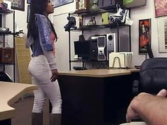Hot and sexy ebony babe expertly sucks a pawn dudes cock