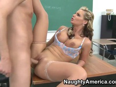 Phoenix Marie gives a lesson for her student of a sensual sexplay in the classroom