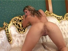 Flexible blond head Caroline Cage polishes her quim with two dildos