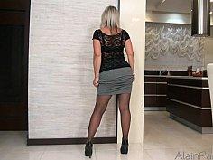 Thick GILF posing in pantyhose