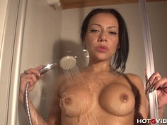 Babe Shower Cam Squirt